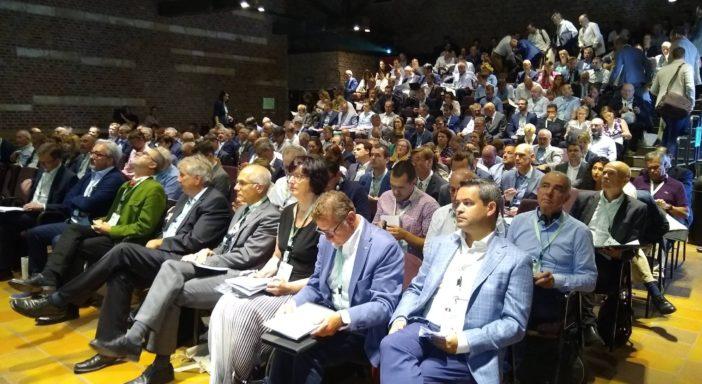 PROGNOSFRUIT, CROLLO DELLE MELE POLACCHE. L'ITALIA IN CALO MA TIENE